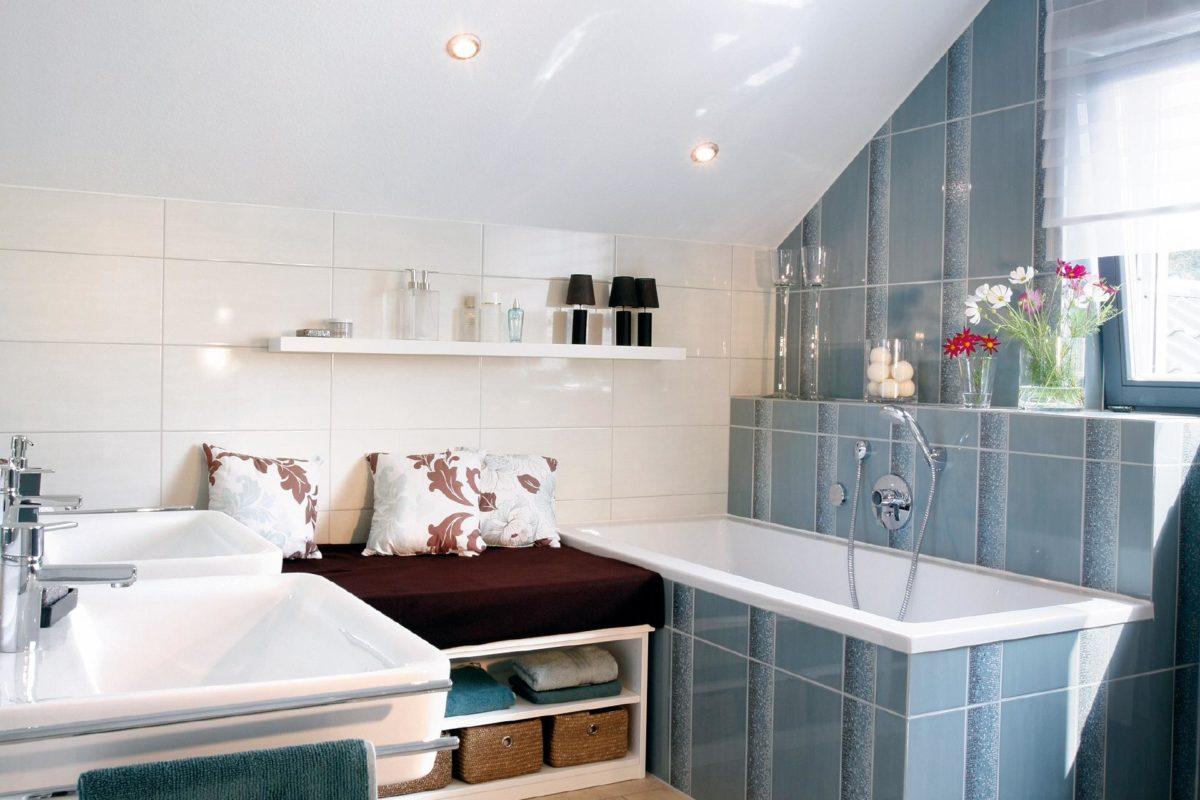 Automatisch gespeicherter Entwurf - Ein zimmer mit waschbecken und spiegel - SchwörerHaus KG Musterhaus Heßdorf