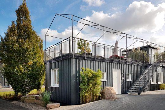 Automatisch gespeicherter Entwurf - Eine Nahaufnahme von einer Brücke - Grüner Lebensraum