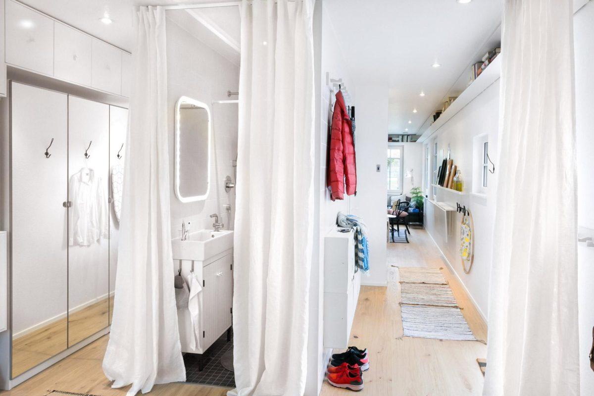 Green Living Space - Ein rot-weißer Duschvorhang - SchworerHaus KG