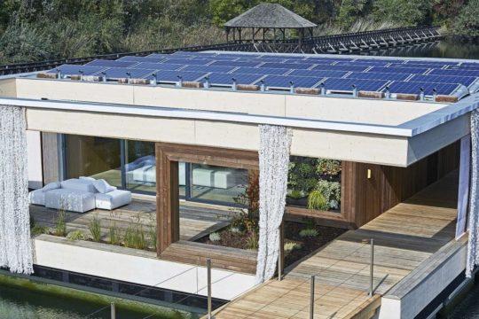 LISI – Das Weltmeisterhaus - Eine Brücke über eine Rampe - Haus