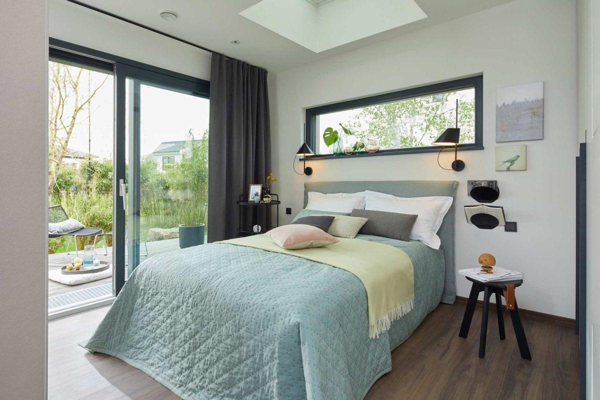 Automatisch gespeicherter Entwurf - Ein Schlafzimmer mit einem großen Bett in einem Raum - SchworerHaus KG