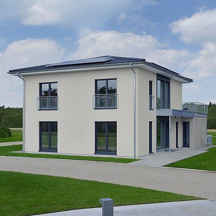 Automatisch gespeicherter Entwurf - Ein großes weißes Haus - Haus