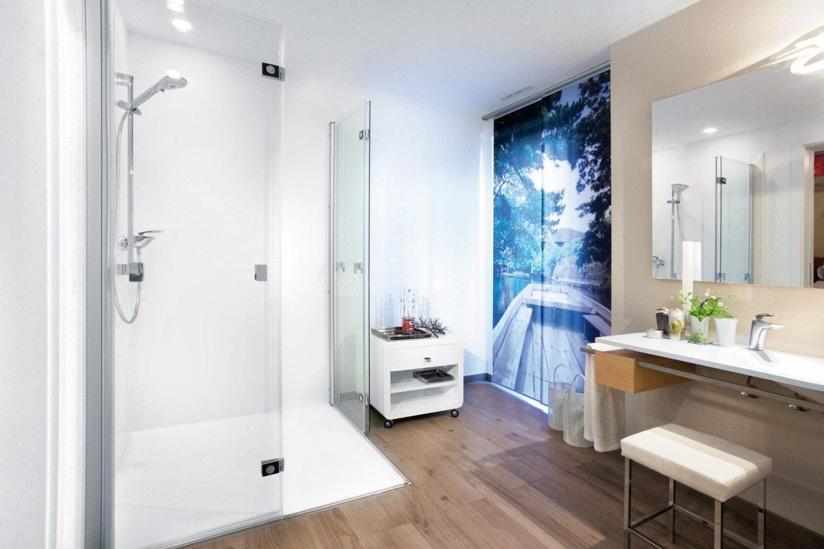 Automatisch gespeicherter Entwurf - Ein zimmer mit waschbecken und spiegel - SchworerHaus KG