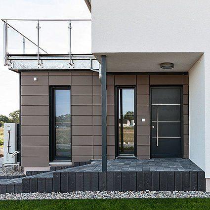 Automatisch gespeicherter Entwurf - Eine Bank vor einem Gebäude - Haus