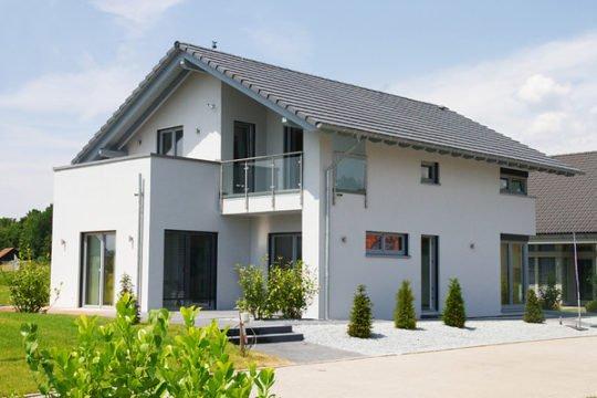 Cult 1 V2 - Ein Haus mit Bäumen im Hintergrund - allkauf haus - Musterhaus Nürnberg
