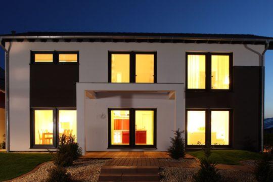Automatisch gespeicherter Entwurf - Eine Ansicht eines Gebäudes - OKAL Haus GmbH