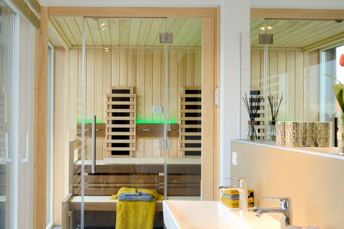 Stadtvilla SETROS 3.2010 - Ein zimmer mit waschbecken und spiegel - Haus