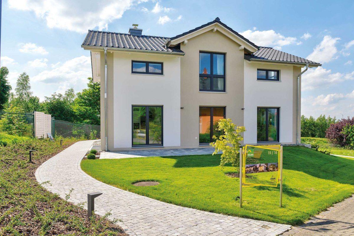 Einfamilienhaus Trient - Ein Steinweg vor einem Haus - Haus