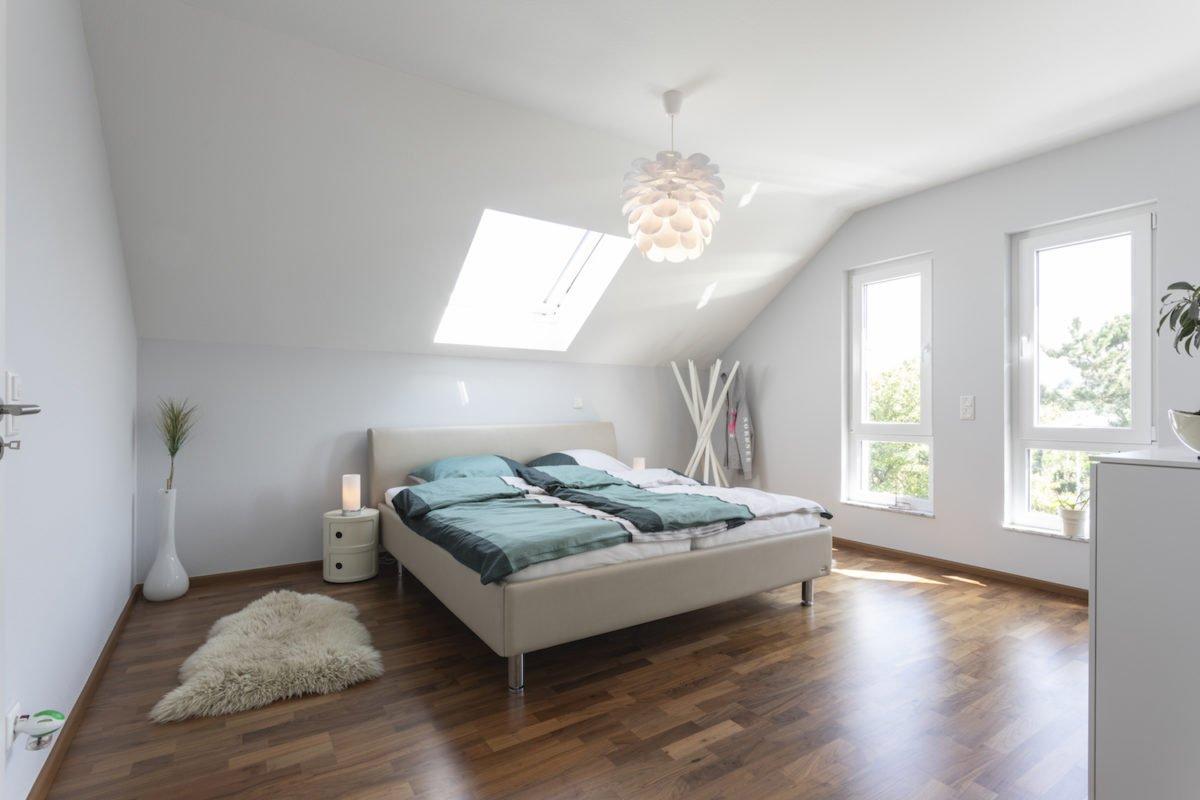 Haus Goebel - Weiße Möbel in einem Raum - Interior Design Services