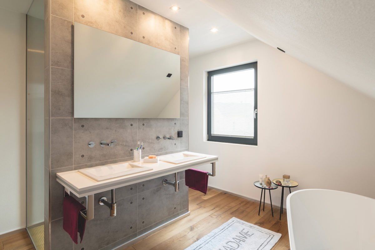 Automatisch gespeicherter Entwurf - Ein zimmer mit waschbecken und spiegel - Parkwest Place Wohnungen