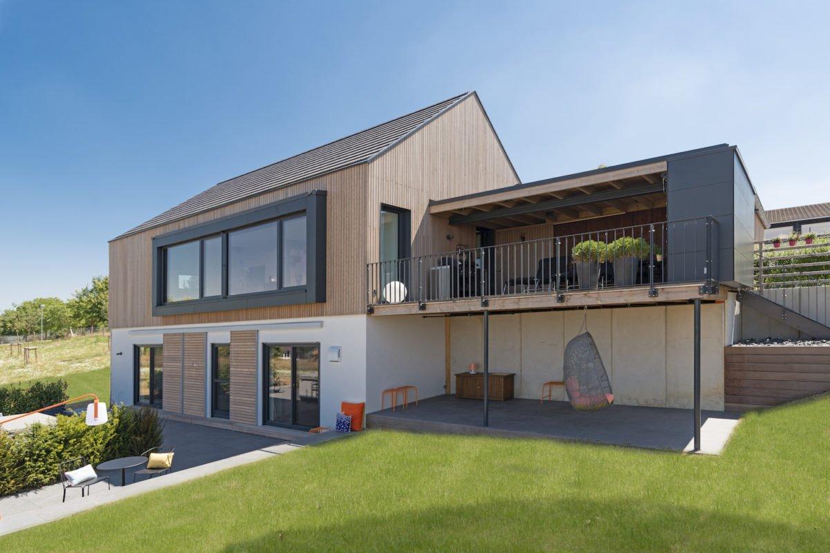 Kundenhaus Schaub - Ein großes weißes Gebäude - Fassade
