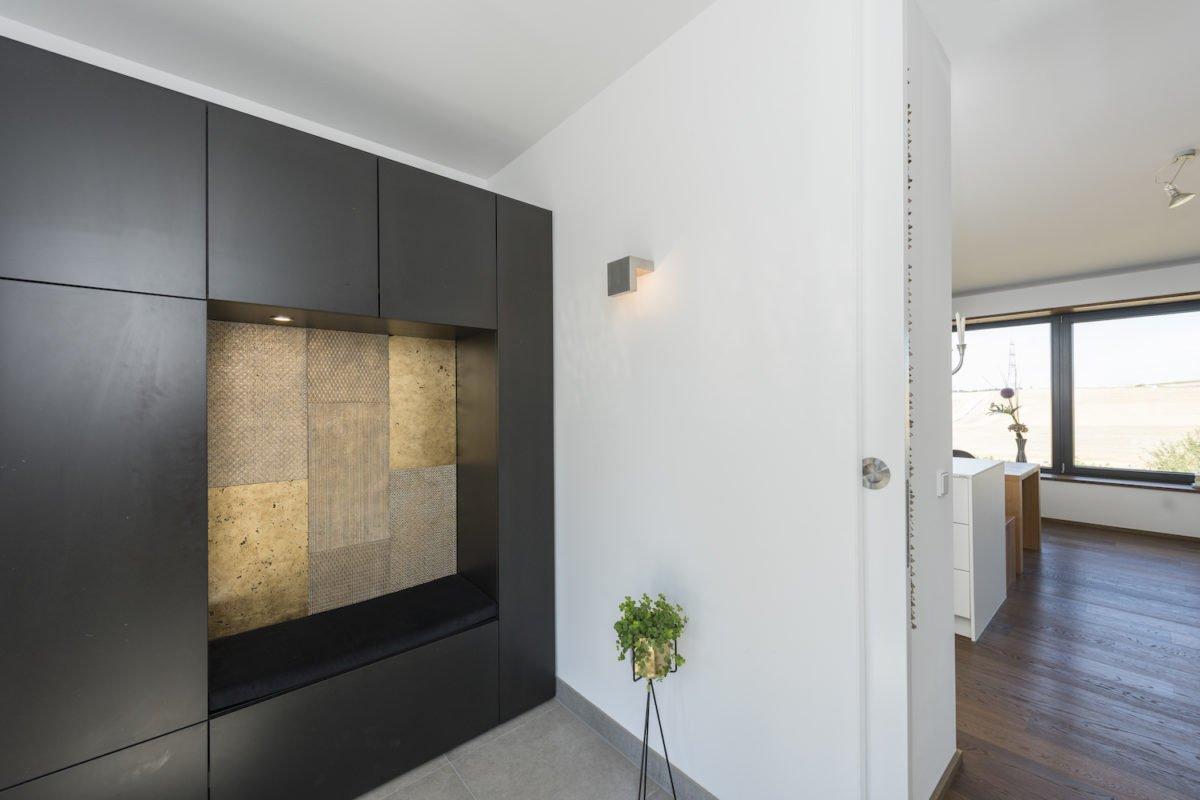 Kundenhaus Schaub - Ein Raum mit einem großen Spiegel - Holzbau Kappler GmbH & Co. KG
