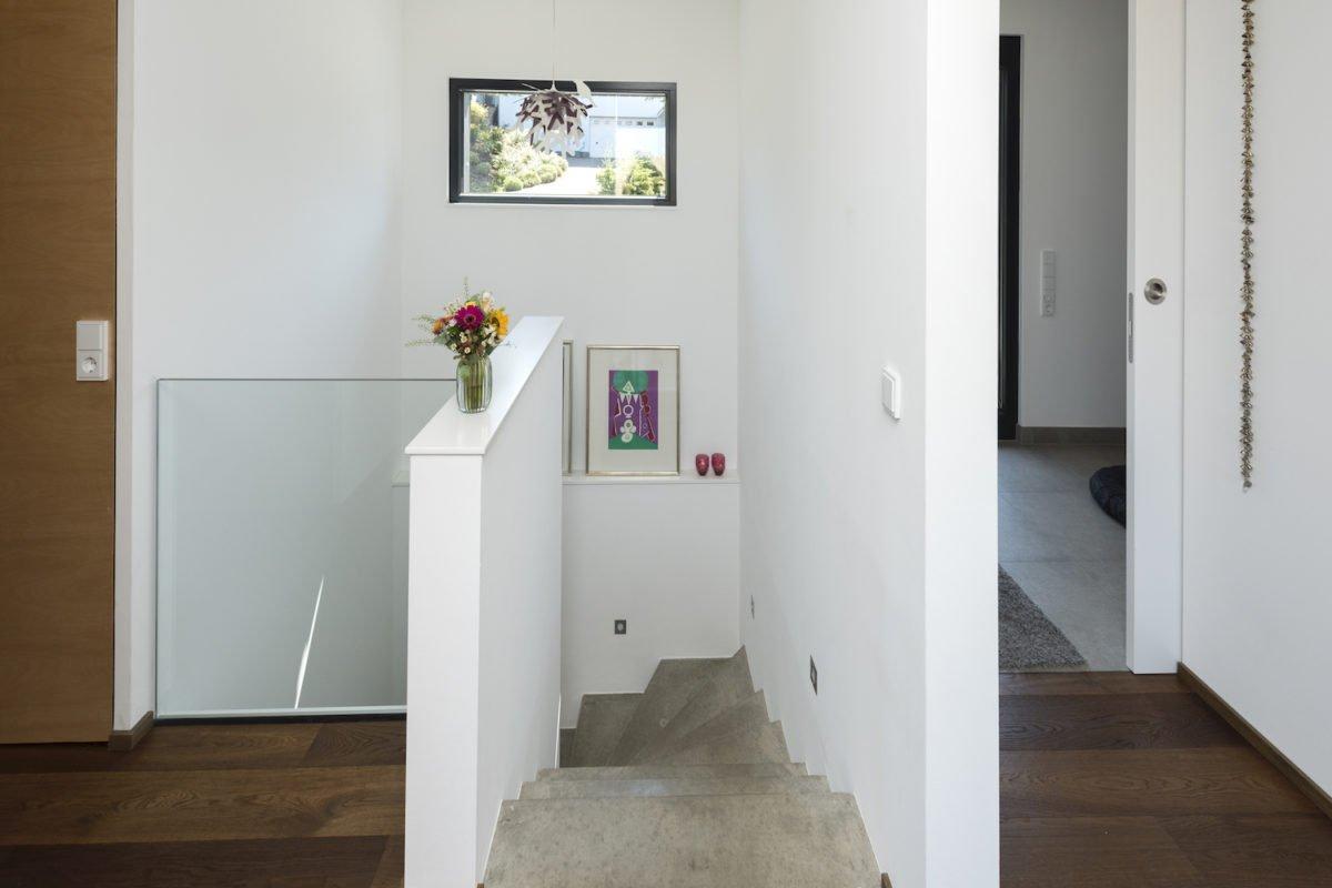 Kundenhaus Schaub - Eine Doppeltür in einem Raum - Fußboden