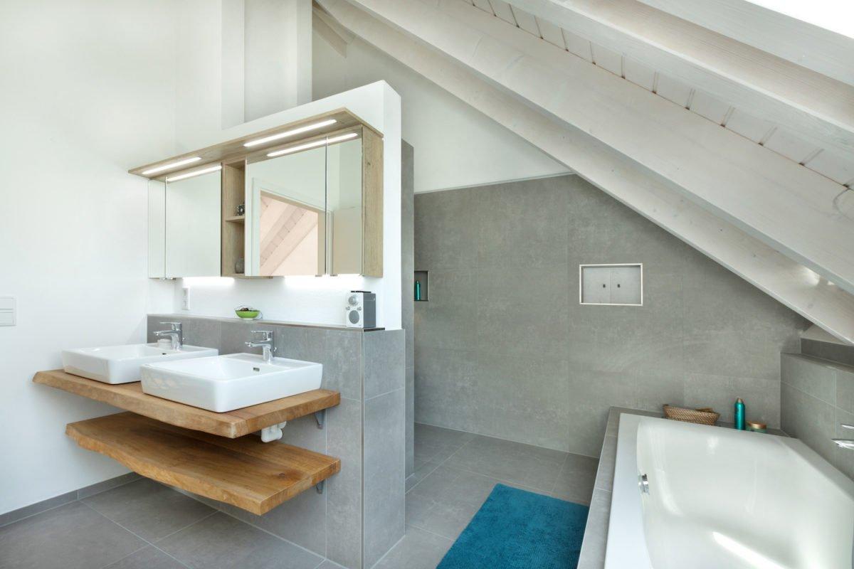 Kundenhaus U237 - Ein zimmer mit waschbecken und spiegel - Interior Design Services