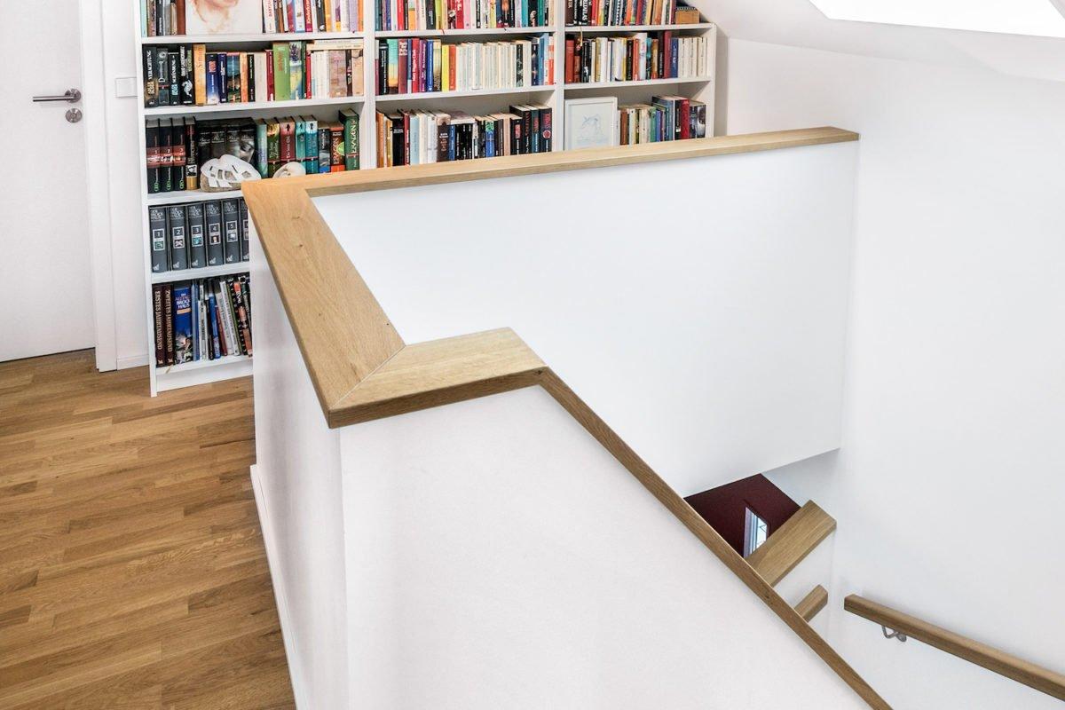 Kundenhaus Stark - Ein Raum mit einem Bücherregal - Interior Design Services