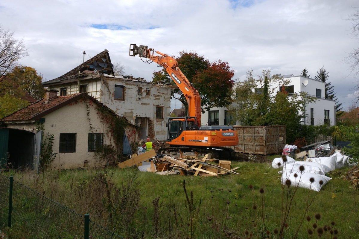 Kundenhaus Verges - Ein Haus mit einer Wiese - Ländliches Gebiet