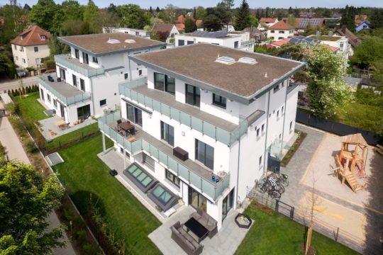 Kundenhaus Verges - Ein großes weißes Gebäude - Haus