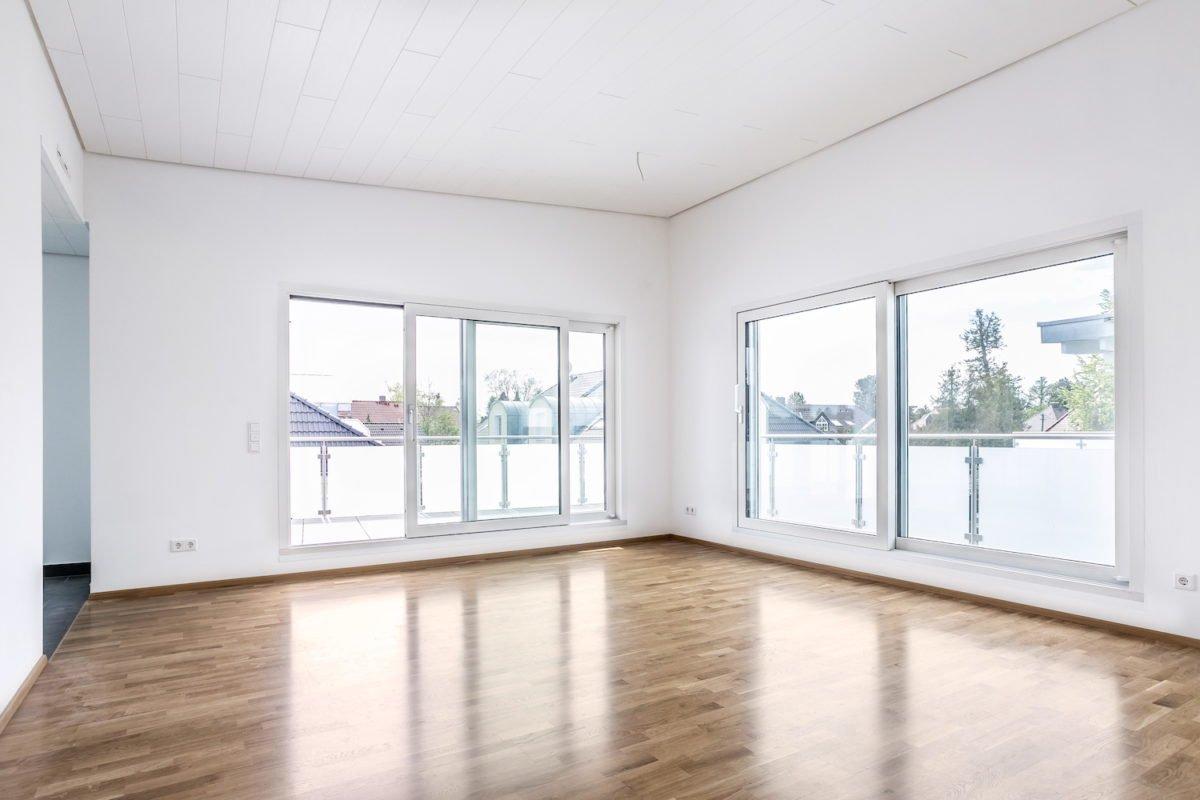 Kundenhaus Verges - Ein Raum mit einem großen Fenster - Fußboden