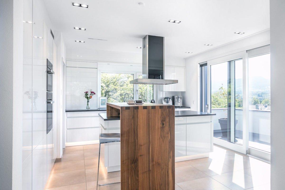 Kundenhaus Villa in den Weinbergen - Eine Küche mit einem großen Fenster - Fußboden