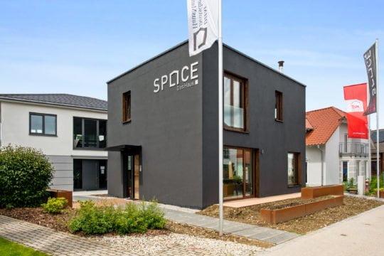 Deutsche Hausmanufaktur Musterhaus Space 4