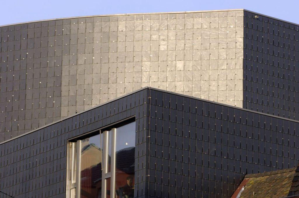 Fassadenschiefer mit unterlegter Deckung