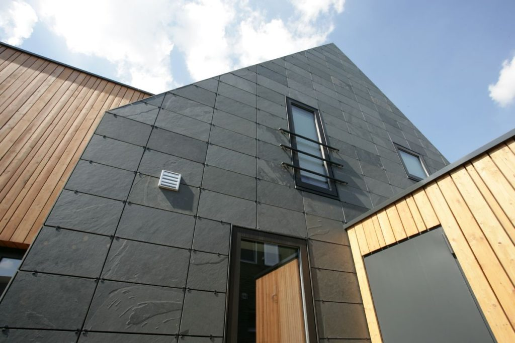 Fassadenschiefer mit symmetrischer Deckung