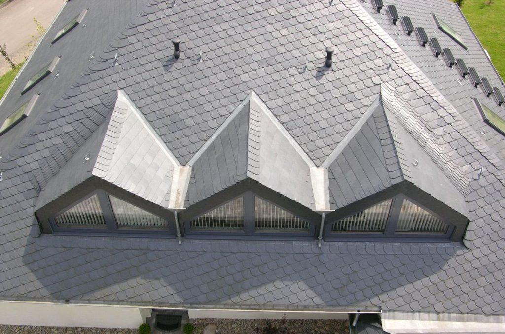 Dachschiefer mit Universaldeckung