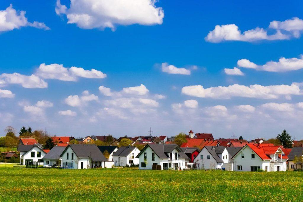 Haus schlüsselfertig bauen_Fotolia Siedlung Fertighäuser