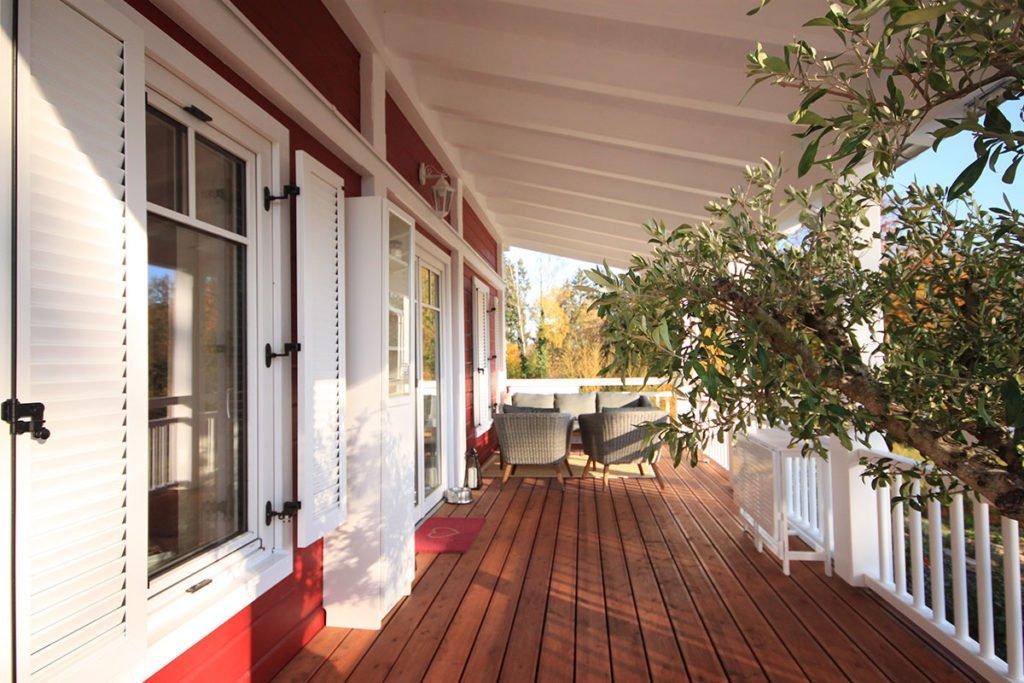 Moderne-Holzhaeuser-Eingangsveranda-voema Bio-Bau