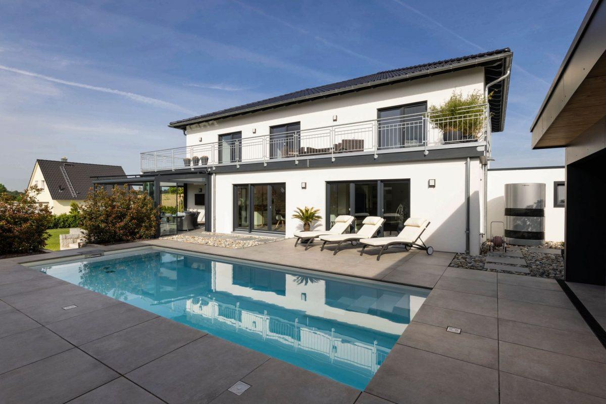 pool-fingerhaus-traumhaus-hoch-fünf